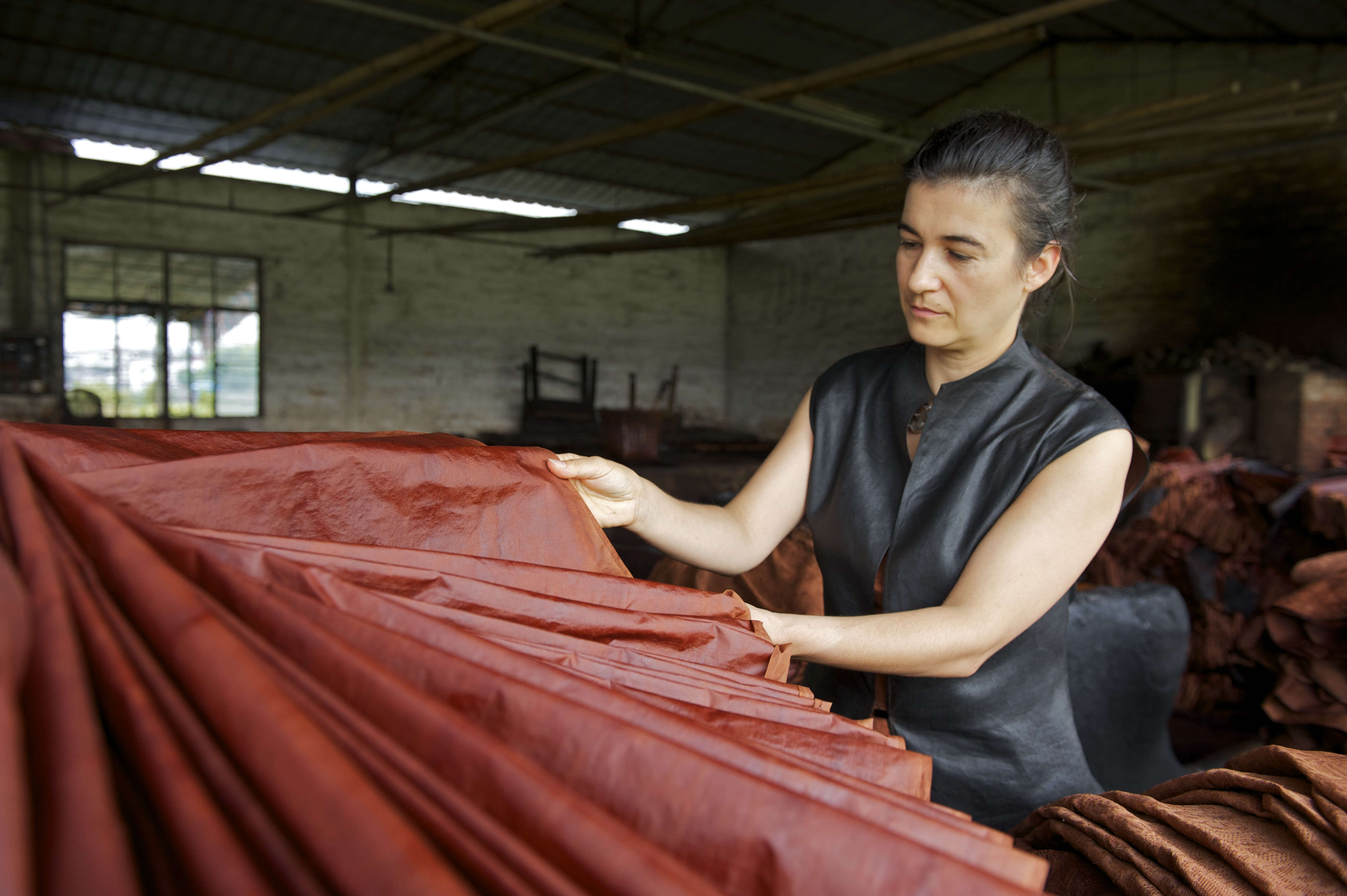 kathrin-inspecting-tea-silk-during-the-lengthy-dyeing-drying-process
